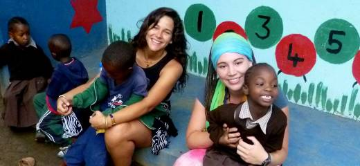 07-volunteers-at-orphanage
